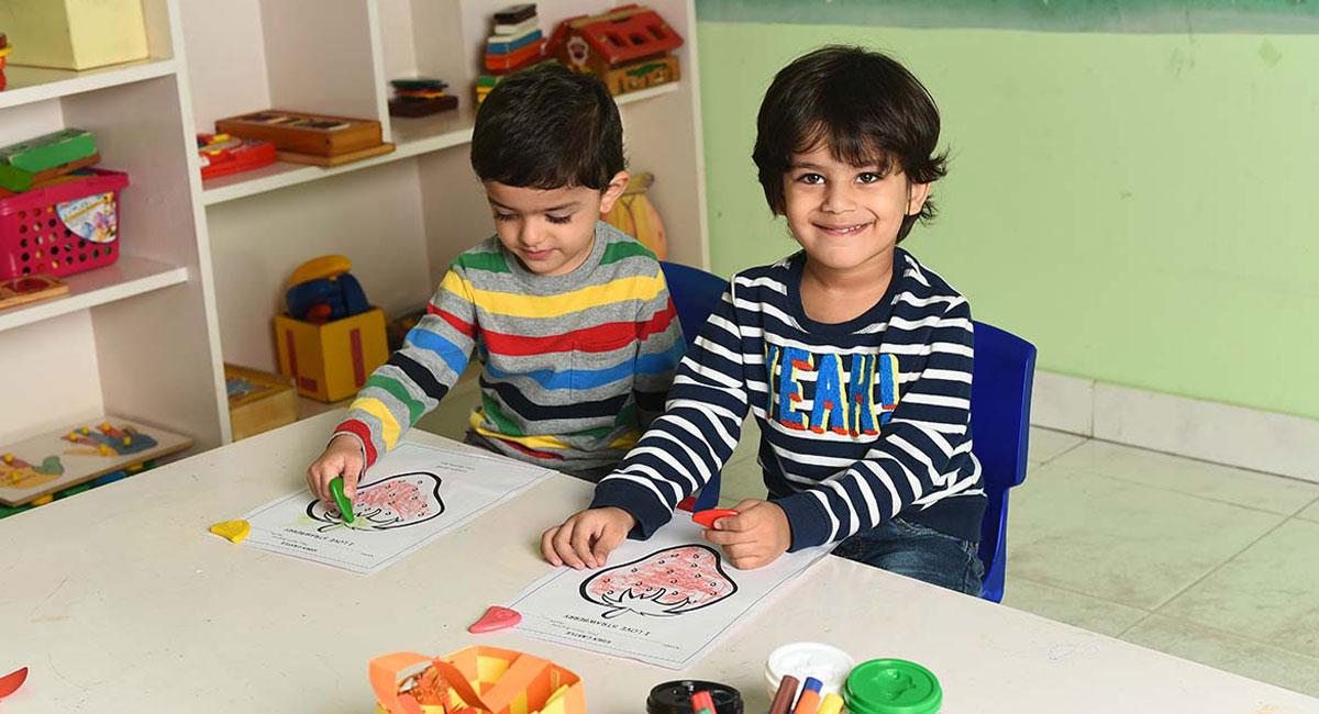 Art-and-Crafts-program-children-Creative-Me-Eden-Castle-Preschoo-Paschim-Viharl